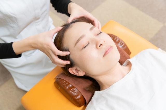 頭皮マッサージって顔のたるみに効果あるの?